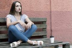 Schöne einsame Frau in der Krise Lizenzfreie Stockfotografie