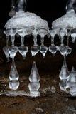 Schöne Eiszapfen, Stalaktiten und Stalagmite Lizenzfreies Stockfoto