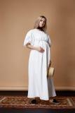 Schöne elegante Abnutzungsartmode L des blonden Haares der schwangeren Frau Stockbilder