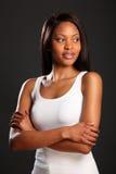 Schöne elegante schwarze Frau in der weißen Weste Lizenzfreies Stockbild