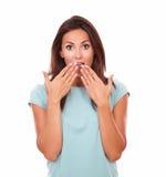 Schöne erwachsene Frau mit verlegenem Gesicht Lizenzfreies Stockbild