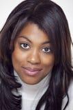 Schöne ethnische Frau tragender Turtleneck lizenzfreie stockbilder
