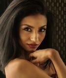 Schöne exotische junge Frau Lizenzfreies Stockfoto