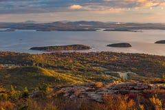 Schöne Fallfarben von Acadia, Maine Stockfotografie