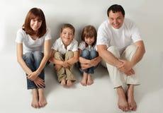 Schöne Familie mit zwei Kindern. Serie Stockbilder