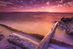 Schöne Farben des Sonnenuntergangstrandes Stockfoto