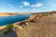 Schöne Farben von See Powell und Glen Canyon Dam, Arizona lizenzfreie stockfotos