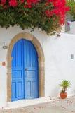 Schöne Fassade in einem griechischen Dorf Stockfotos