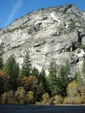 Schöne Felsformation an Yosemite Nationalpark lizenzfreie stockfotografie