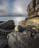 Schöne Felsformationen an Elgol-Strand, Insel von Skye, Schottland, Großbritannien stockfotos