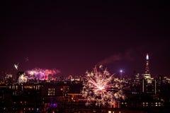 Schöne Feuerwerke über London Sylvesterabende, Ansicht vom Greenwich-Punkt-Hügel Lizenzfreies Stockbild