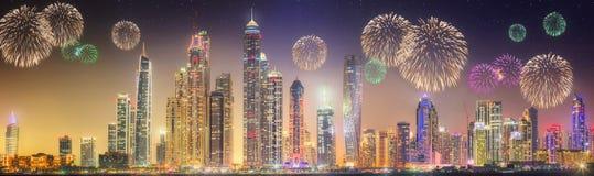 Schöne Feuerwerke in Marina Bay, Singapur-Skyline stockbild