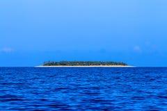 Schöne Fidschi-Atollinsel mit weißem Strand Stockfoto