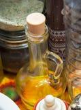 Schöne Flasche frisches Olivenöl Stockfoto
