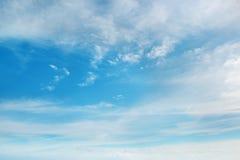Schöne flaumige Wolken Stockfotografie