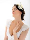 Schöne Frühlingsfrau mit reiner Haut und Blumen Lizenzfreies Stockbild
