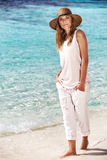 Schöne Frau auf dem Strand Lizenzfreies Stockfoto