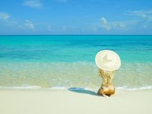 Schöne Frau auf Strand Stockfotografie