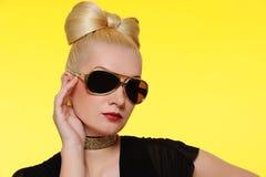 schöne Frau in den Sonnenbrillen Lizenzfreie Stockbilder