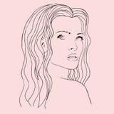 Schöne Frau der Mode mit dem langen gewellten Haar Stockbilder