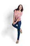 Schöne Frau in der rosafarbenen Bluse Lizenzfreie Stockfotografie