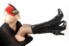 Schöne Frau in der roten Schablone Lizenzfreie Stockfotos