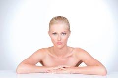 Schöne Frau des blauen Auges Lizenzfreie Stockbilder