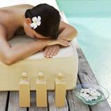 Schöne Frau, die Badekurortbehandlung erhält Lizenzfreies Stockbild