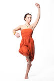 Schöne Frau, die indischen Tanz tanzt lizenzfreie stockbilder