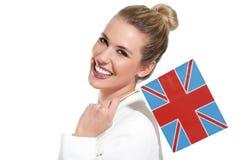 Schöne Frau, die internationale Flaggen zeigt Stockfoto