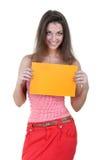 Schöne Frau, die leeren orange Vorstand anhält Stockfotografie
