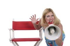 Schöne Frau, die mit Megaphon 2 verweist Lizenzfreie Stockbilder