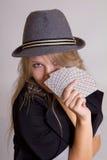 Schöne Frau, die Schürhaken spielt Stockbilder