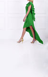 Schöne Frau im grünen Kleid Stockbild