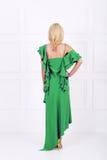 Schöne Frau im grünen Kleid Stockfotografie