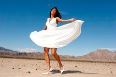 Schöne Frau im Kleidtanzen Stockbild