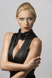 Schöne Frau im reizvollen Kleid mit actractive Augen Stockfotos
