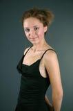 Schöne Frau im schwarzen Kleid Lizenzfreies Stockbild