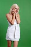 Schöne Frau im Tagesbadekurort Lizenzfreies Stockfoto