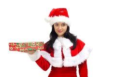 Schöne Frau kleidete in Weihnachtsmann an Stockbilder