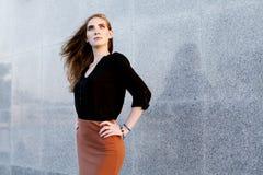 Schöne Frau mit Abendverfassung Weibliches Modell Lizenzfreies Stockbild