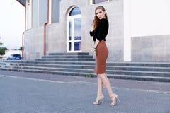 Schöne Frau mit Abendverfassung Weibliches Modell Lizenzfreie Stockfotografie