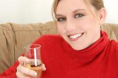 Schöne Frau mit Champagne lizenzfreie stockfotos