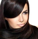 Schöne Frau mit dem geraden Haar Stockfotografie