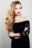 Schöne Frau mit dem langen blonden Haar Lizenzfreies Stockbild