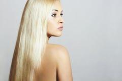Schöne Frau mit dem langen Haar Schönheits-sexy blondes Mädchen Gesundes Haar Stockfoto