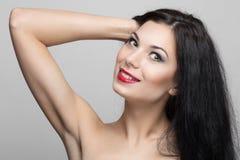 Schöne Frau mit dem lockigen Haar Stockbilder