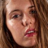 Schöne Frau mit dem nassem Haar und Gesicht Lizenzfreie Stockfotografie