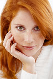 Schöne Frau mit dem roten Haar Lizenzfreie Stockfotos