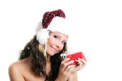 Schöne Frau mit einem Geschenk Stockfoto
